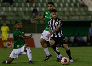 Fora de casa, Santos vence Guarani, mas sofre com mais lesões