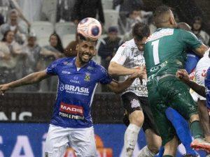 Corinthians escapa de derrota para Santo André com gol no fim