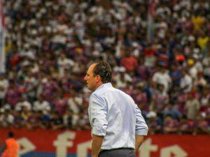 Diretoria e atletas do Fortaleza cortam salário para ajudar clube
