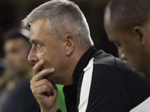 Corinthians demite Tiago Nunes um dia após derrota no Dérbi