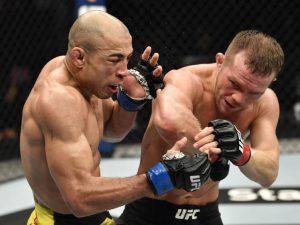 """UFC 251 da """"Ilha da Luta"""" tem Aldo nocauteado por Petr Yan"""