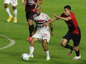 Timão só empata, São Paulo vence, mas perde Daniel Alves