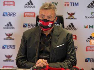 Surto de Covid-19 no Flamengo atinge Domènec e 16 atletas