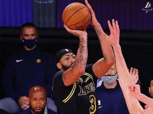 À la Kobe, Anthony Davis decide com cesta no último segundo
