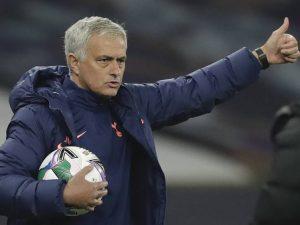 Tottenham supera Chelsea e avança na Carabao Cup