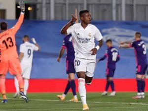 Vinicius Jr dá vitória ao Real; Atleti empata com Suárez titular