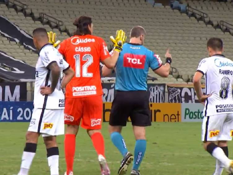 cassio-penalti-contra-ceara_reproducao