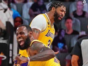 Lakers batem Heat no jogo 4 e ficam a uma vitória do 17º título