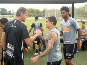Corinthians inicia 'era Mancini' e São Paulo enfrenta Ceni
