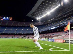 Juve faz 3 a 0 no Barça e fica em primeiro. United é eliminado