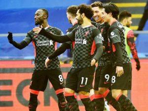 Liverpool goleia e lidera a Premier League com folga