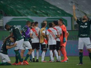 Palmeiras sofre, leva 2 a 0 do River, mas vai à final da Liberta