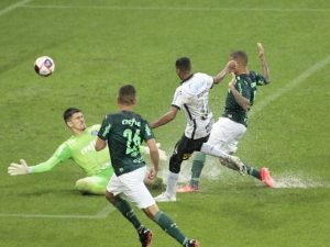 Palmeiras abre 2 a 0, mas Corinthians busca empate no Dérbi