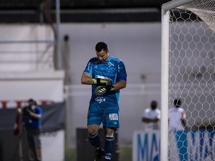 disputa de pênaltis contra juazeirense no jogo de volta da terceira fase da copa do brasil - fábio, goleiro do cruzeiro