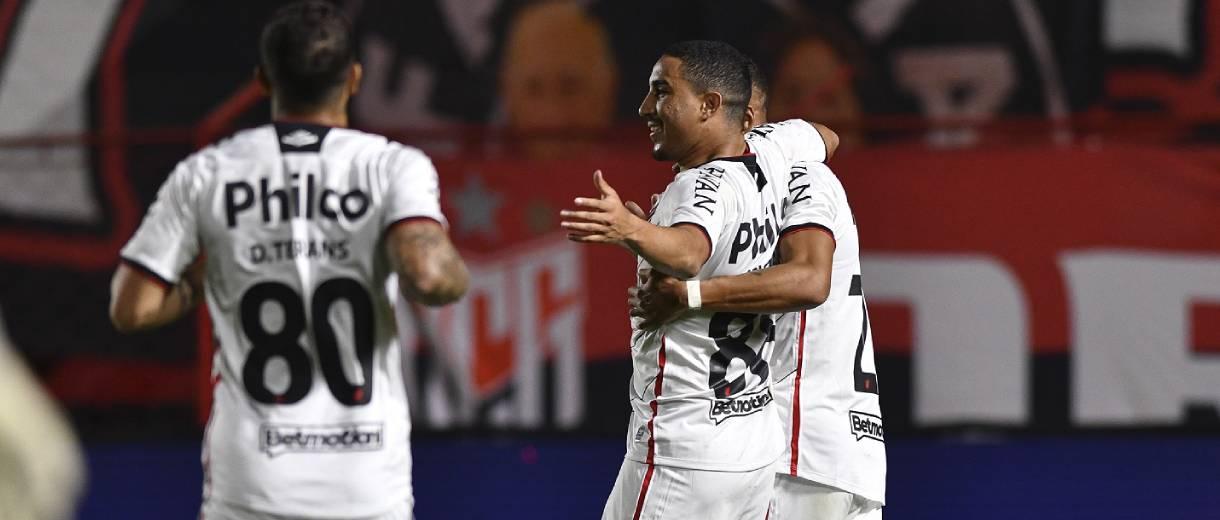 jogadores-furacao-celebram-gol-contra-dragao-oitavas-copa-do-brasil-jose-tramontin-cap